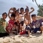 Kinder_am_Strand_Siargao_Islands_2016_02