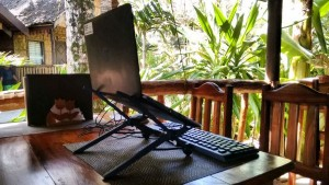 roost_laptop_stand_siargao_philippines_2016_02
