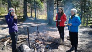 Digitale Nomadinnen auf der Wanderung von Thun nach Goldiwil